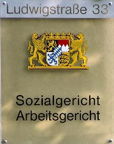 Arbeitsgericht Wuerzburg Schild Anwalt Arbeitsrecht